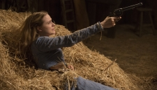 Dolores gun Westworld episode 3 The Stray