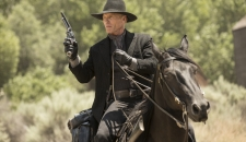 Ed Harris Man in Black on a horse Chestnut Episode 2 Westworld