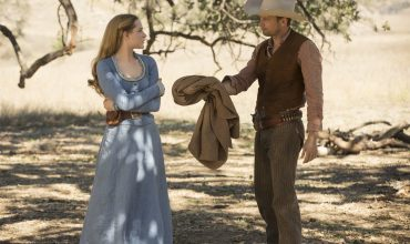 william-dolores-coat-westworld-episode-4